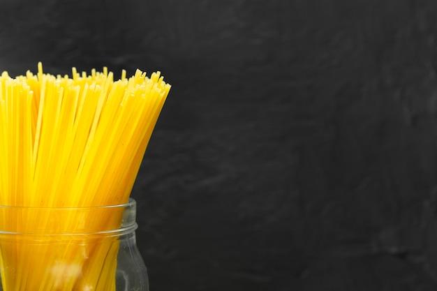 Nahaufnahme von spaghettis im glas Kostenlose Fotos