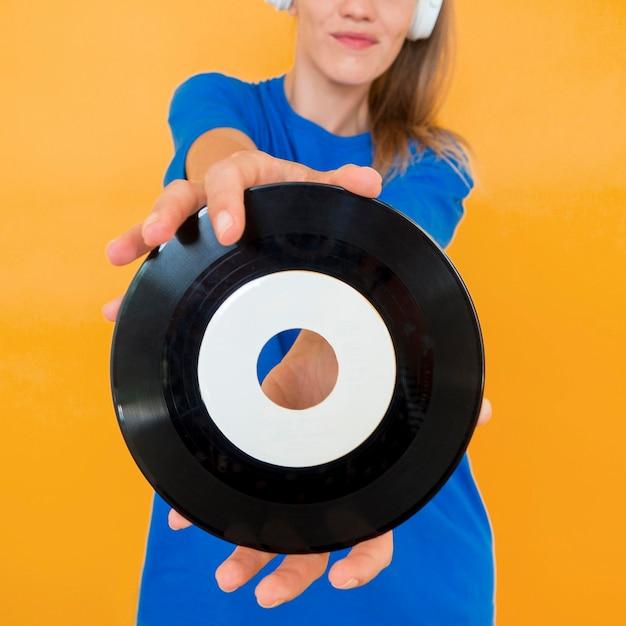 Nahaufnahme von vinyl und frau Kostenlose Fotos