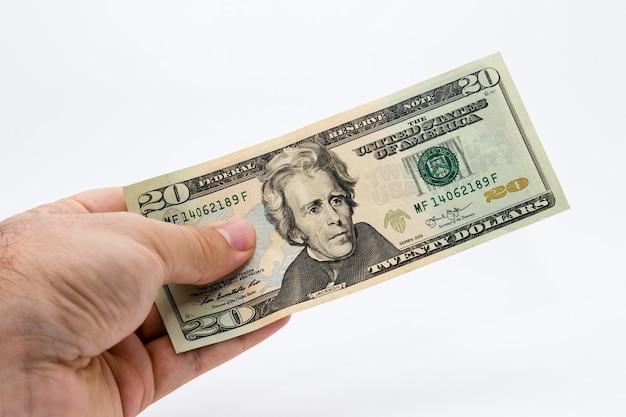 Nahaufnahmeaufnahme einer person, die einen dollarschein hält Kostenlose Fotos