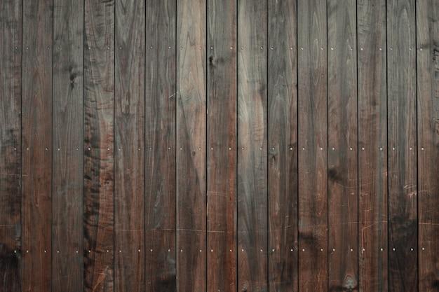 Nahaufnahmeaufnahme eines holzbodens mit dunkelbraunen vertikalen fliesen Kostenlose Fotos