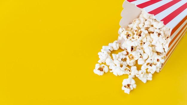 Nahaufnahmepopcorn mit kopienraum Kostenlose Fotos