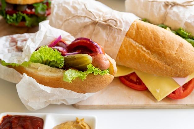 Nahaufnahmesandwiche auf schneidebrett Kostenlose Fotos