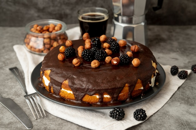 Nahaufnahmeschokoladenkuchen mit kaffee Kostenlose Fotos