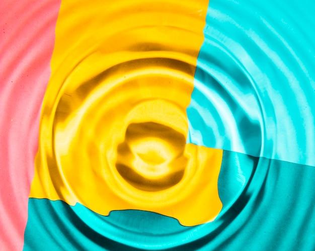Nahaufnahmewasserringe mit kontrastiertem hintergrund Kostenlose Fotos