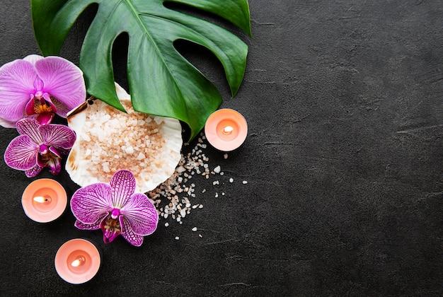 Natürliche badekurortbestandteile mit orchideenblumen Premium Fotos