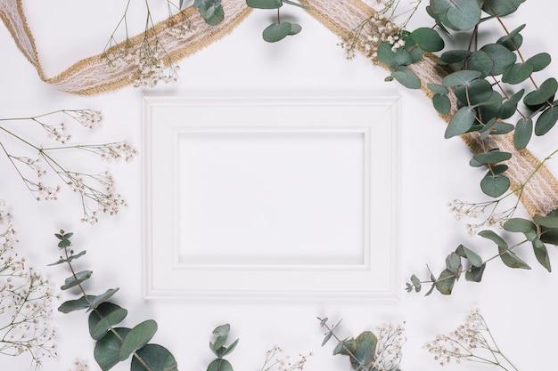 Natürliche dekoration mit band und rahmen Kostenlose Fotos