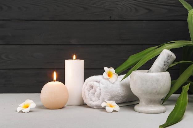 Natürliche elemente für spa mit kerzen Kostenlose Fotos