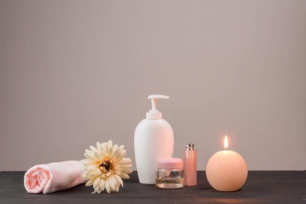 Natürliche elemente für spa mit schönheitscreme Kostenlose Fotos