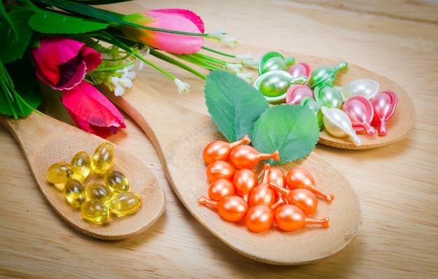 Natürliche vitamine für eine gute gesundheit in einem holzlöffel Premium Fotos