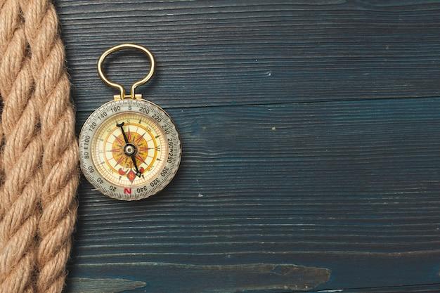 Nautisch. segelseil mit kompass Premium Fotos