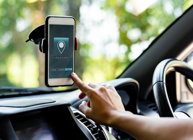 Navigationssystemanwendung auf einem telefonbildschirm Premium Fotos