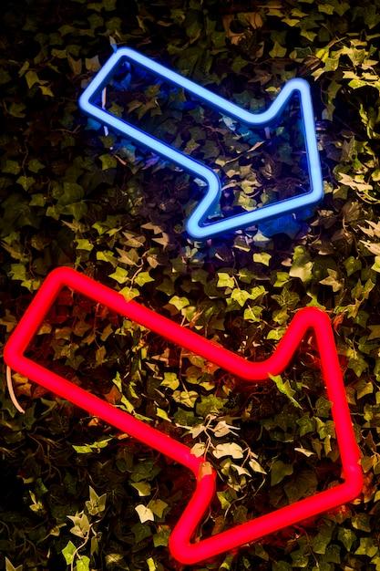 Neonsignal in einem geschäft Kostenlose Fotos