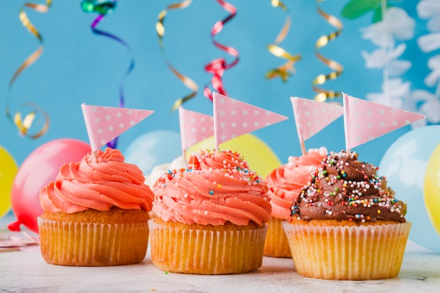 Nette cupcakes mit fahnen Kostenlose Fotos