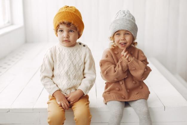 Nette kinder, die spaß haben Kostenlose Fotos