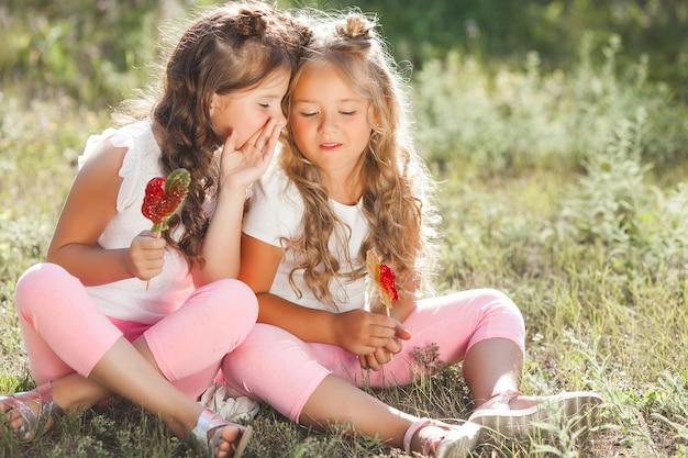 Zwei Lebische Freundinnen Haben Spaß Zusammen