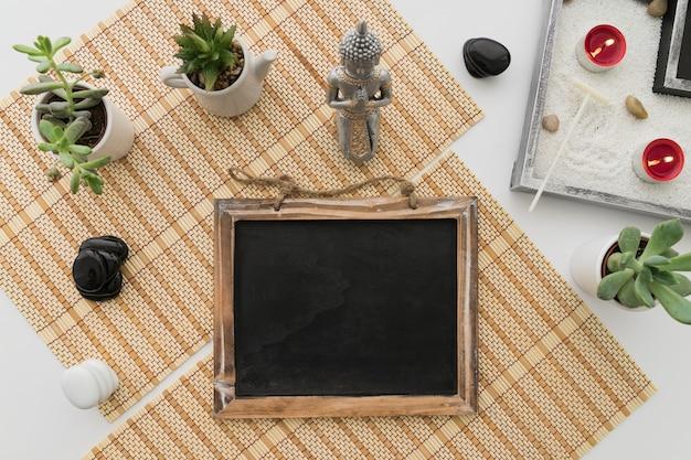 Nette spa-dekoration mit tafel Kostenlose Fotos