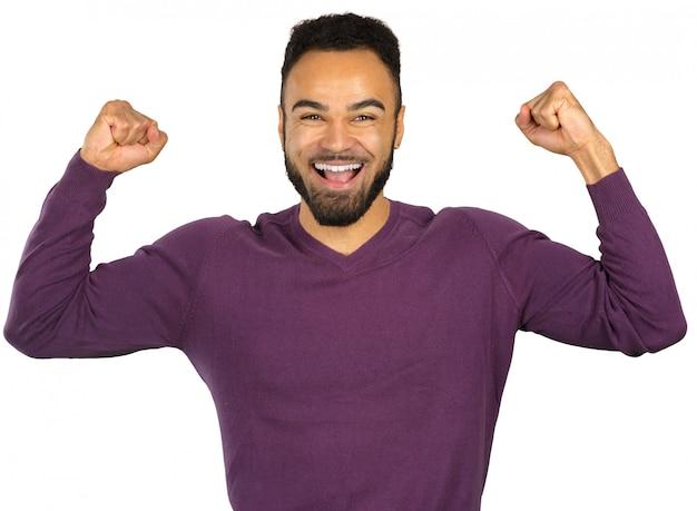 Netter erfolgreicher junger schwarzer geschäftsmann lokalisiert auf weiß Premium Fotos