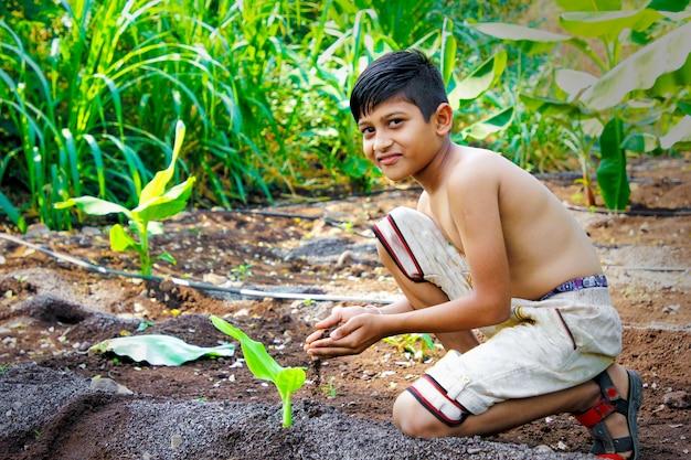 Nettes indisches kind Premium Fotos