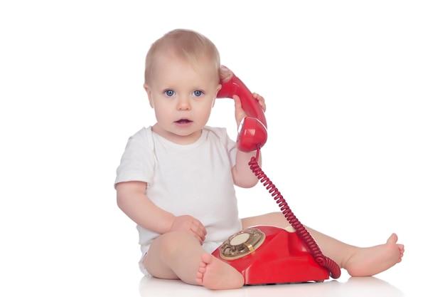 Nettes kaukasisches baby, das mit telefon spielt Premium Fotos
