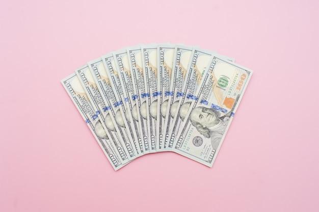 Neue hundert dollarschein fächerförmig. geld-konzept Premium Fotos