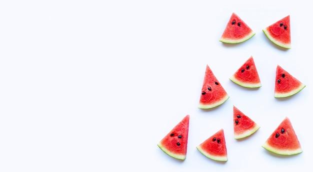 Neue rote wassermelonenscheibe lokalisiert auf weißem hintergrund Premium Fotos