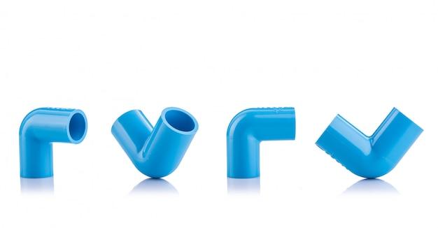 Neuer blauer pvc-verbinder für die wasserleitung lokalisiert auf weiß Premium Fotos