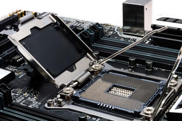 Neues leistungsstarkes motherboard mit fokus auf den sockel Premium Fotos