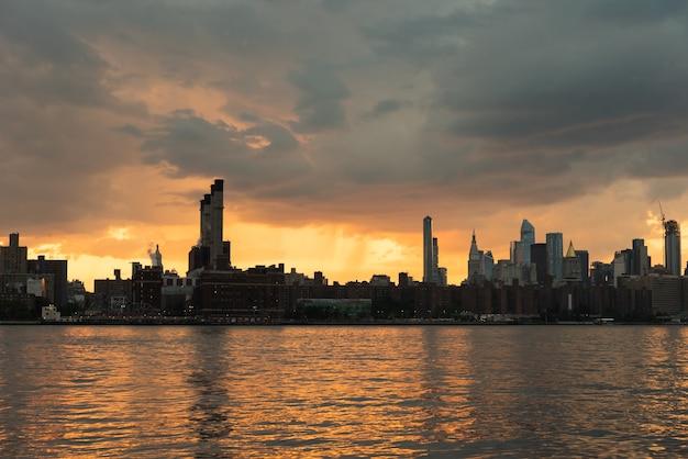 New york cityscape bei sonnenuntergang Kostenlose Fotos