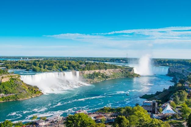Niagara liegt zwischen den vereinigten staaten von amerika und kanada Premium Fotos