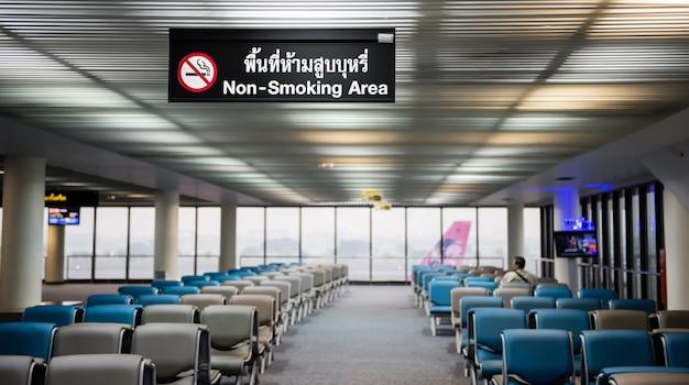 Nichtraucherbereich im flughafen Premium Fotos