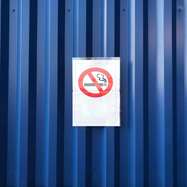 Nichtraucherzeichen auf blauer wand Kostenlose Fotos