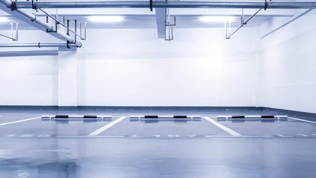 Niemand spalte parkplatz neon drinnen Kostenlose Fotos