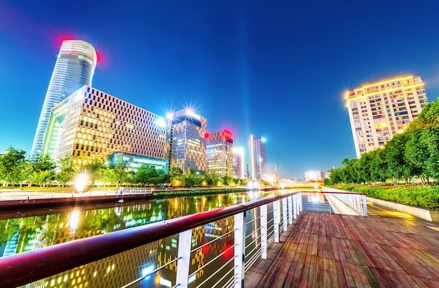 Ninbo city, china, nachtansicht Premium Fotos