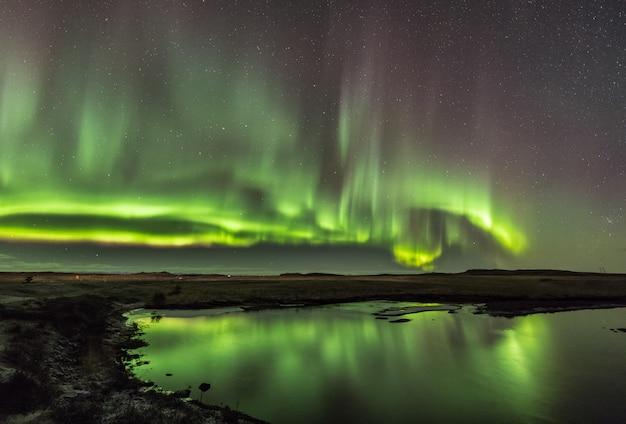 Nordlichter in kalten isländischen nächten Premium Fotos