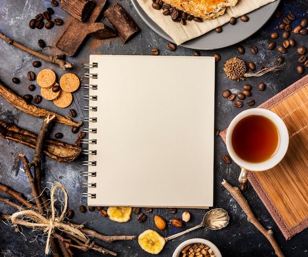 Notebook-modell-winter-konzept Kostenlose Fotos