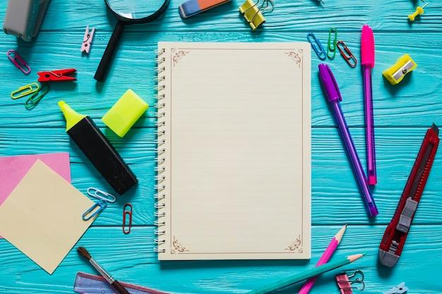Notizbuch und schulmaterial Kostenlose Fotos