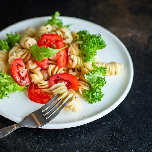 Nudelsalat tomate Premium Fotos