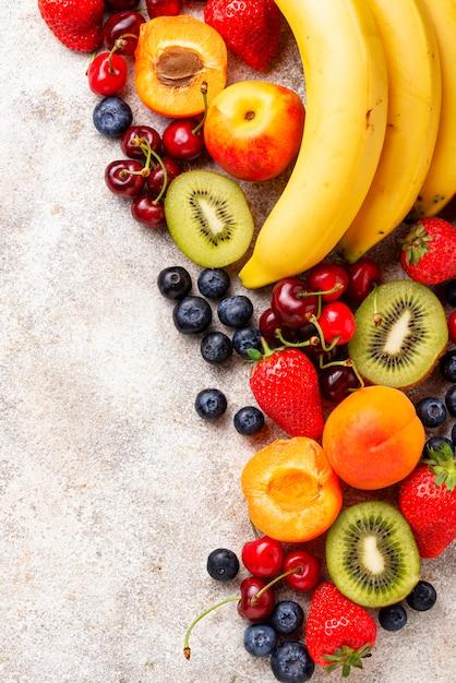 Obst und beeren sommer hintergrund Premium Fotos