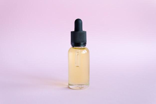 Ölkosmetika für die hautpflege. tropferglas flasche make-up. öl hautpflege Premium Fotos