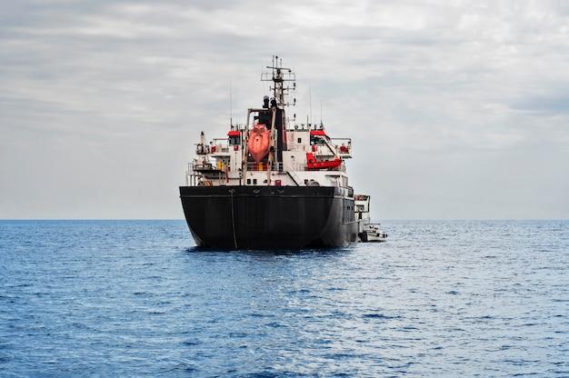Öltanker im meer Premium Fotos