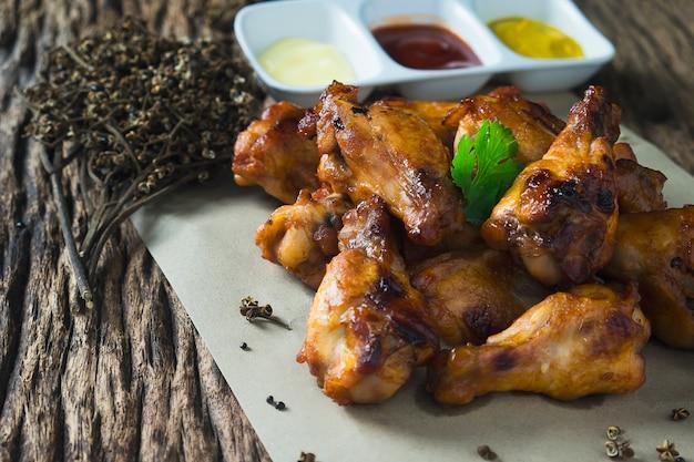 Ofen gebratene hühnerflügel Kostenlose Fotos