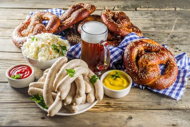 Oktoberfest essen und bier Premium Fotos
