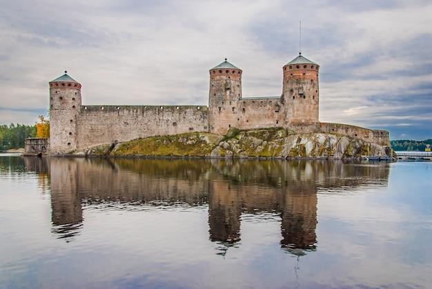 Olavinlinna schloss in savonlinna, finnland Premium Fotos