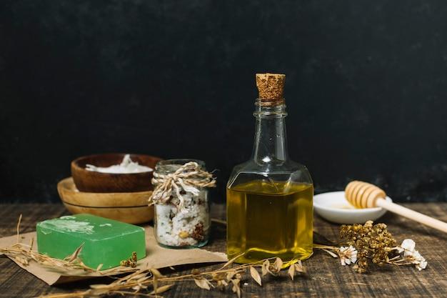 Olivenöl mit seife und anderen zutaten Kostenlose Fotos