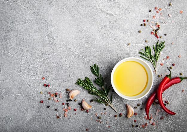 Olivenöl und gewürze Premium Fotos