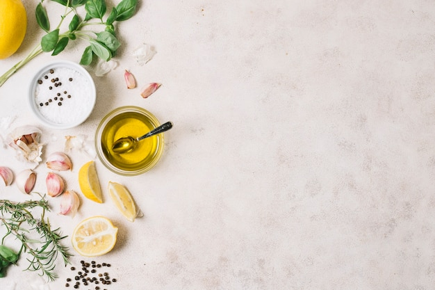 Olivenöl und kochen des bestandteilrahmens Kostenlose Fotos