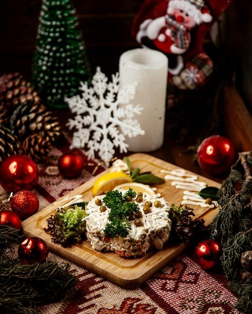 Olivier salat kartoffel karotte ei fleisch erbsen seitenansicht Kostenlose Fotos
