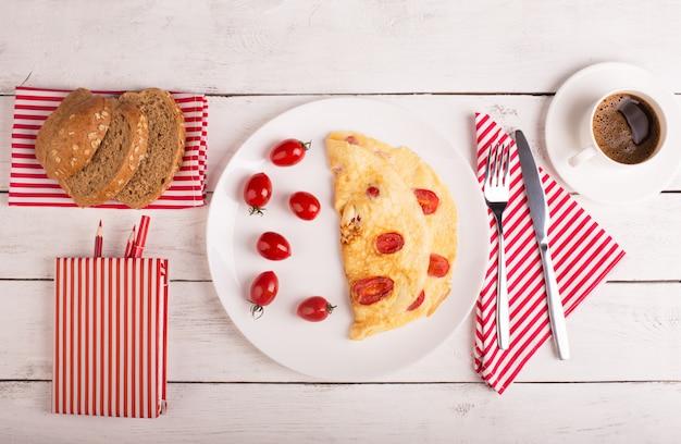 Omelett mit tomaten Premium Fotos