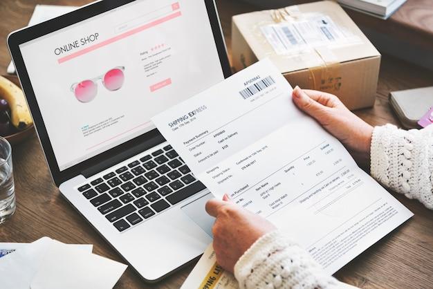Online-einkaufskauf-verbindungs-website-konzept Premium Fotos