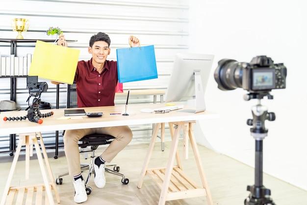 Online merchant vlog live Premium Fotos